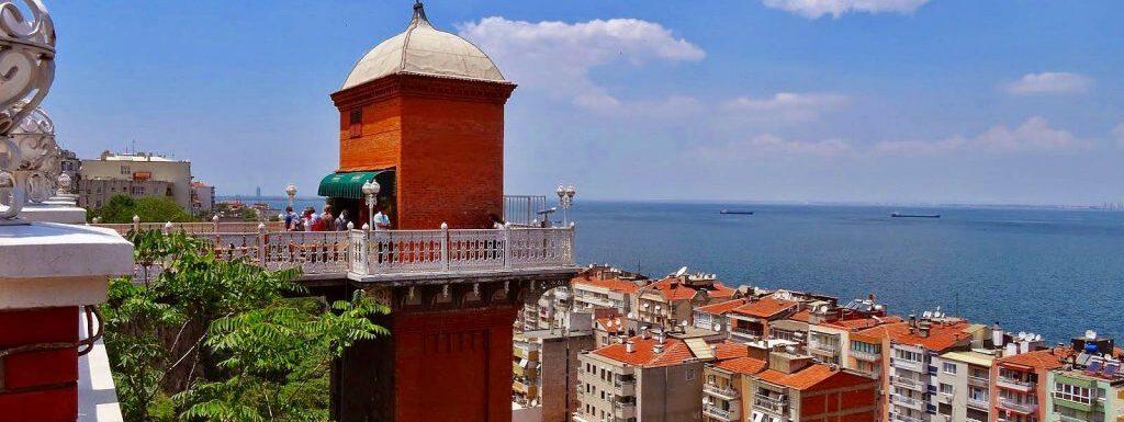 """إطلالة بانورامية رائعة على إزمير من """"برج المصعد"""""""